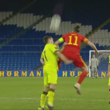 ¿Venganza? Bale dio 'accidental' codazo a rival acusado de racismo