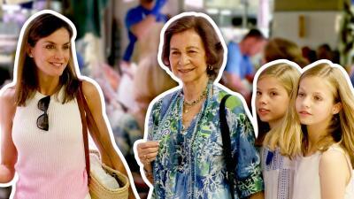 Como casi nunca, Letizia y doña Sofía son vistas (con las niñas) paseando tranquilas por un mercado