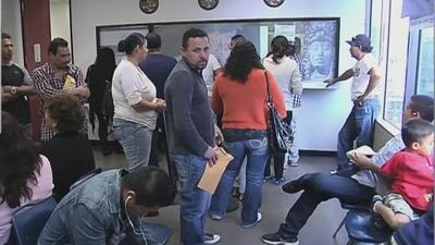 Miles de inmigrantes se verán afectados por el cierre de oficinas internacionales del servicio de inmigración