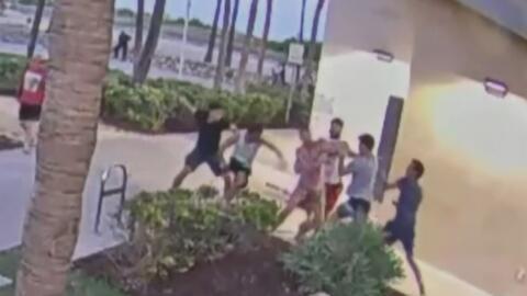 En video: Una pareja gay es brutamente golpeada por cuatro sujetos en Miami Beach
