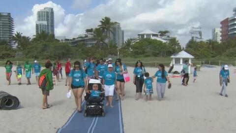 Así disfrutan 20 niños con necesidades especiales un día de playa... lejos del hospital y de sus limitaciones