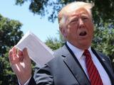 """Trump muestra su """"acuerdo secreto"""" con México y un fotógrafo avispado revela parte de su contenido"""
