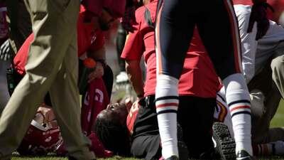 Jamaal Charles sufrió una aparentemente seria lesión en la rodilla derecha vs. los Bears