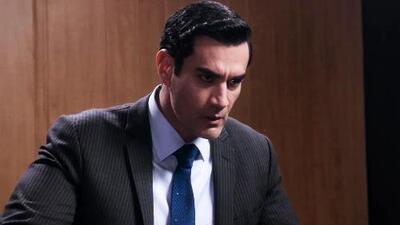 Ricardo aún sospecha que Carlos está involucrado en la muerte de Alejandra
