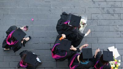 Las razones por las que millones en EEUU no terminan la universidad