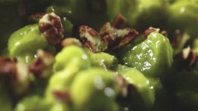 Ensalada de apio, aguacate y nueces