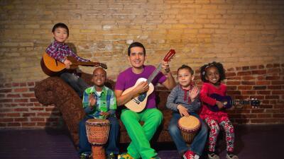 El colombiano que canta para enseñar dos diomas