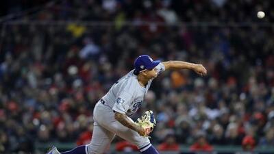 Urías, el Dodger más joven en lanzar en Serie Mundial desde 'El Toro' Valenzuela