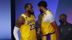 De la mano de Antetukuompo y LeBron, Lakers y Bucks avanzaron en playoffs de NBA