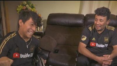 El joven con parálisis cerebral que es fanático de Los Angeles Football Club y ha inspirado a muchos con su historia