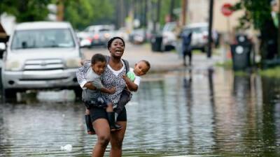 Nueva Orleans enfrenta doble amenaza con la llegada de Barry a Louisiana