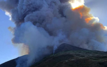 En imágenes: la erupción del volcán Stromboli en Italia que dejó al menos un muerto y un herido