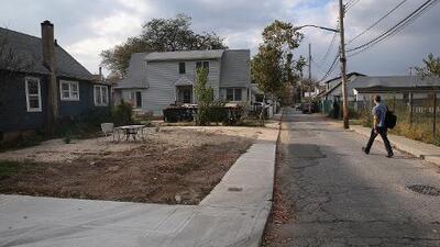 Así es como puedes completar una solicitud para la limpieza de un terreno baldío sucio en Chicago