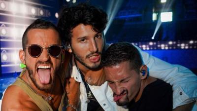 Maluma, Sebastian Yatra, Angela Aguilar, CNCO y más estrellas rumbo a Premios Juventud