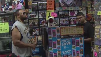 Expectativa por el sorteo del Powerball en uno de los establecimientos más populares en venta de boletos de Houston