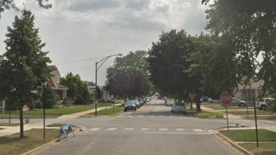 Emiten alerta por un hombre que intentó atraer con una pizza a tres niñas en suroeste de Chicago