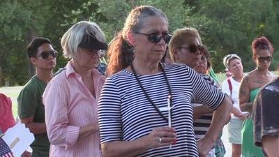 Decenas de personas en Austin recordaron a las víctimas del tiroteo en El Paso, Texas
