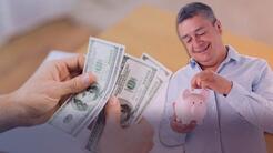 ¿Eres indocumentado y no sabes cómo invertir el dinero que ganas? Experto financiero te aconseja
