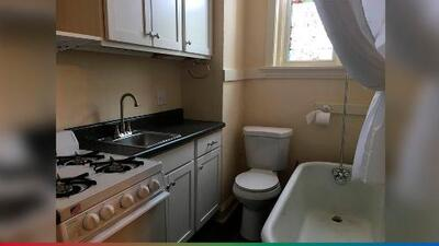 Promocionan apartamentos que vienen con el sanitario en la cocina