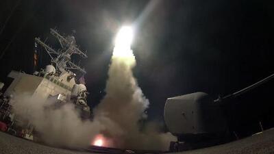 EEUU lanza decenas de misiles contra una base en Siria en su primer ataque directo contra el régimen de al-Asad