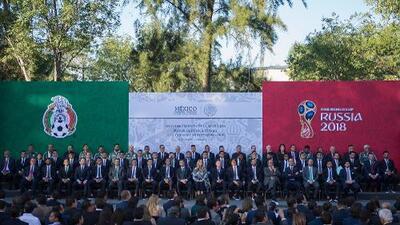 ¡Todo listo! Enrique Peña Nieto abanderó al Tri previo a Rusia 2018