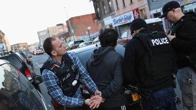 Ante la amenaza de redadas inminentes, ICE explica cuál es el perfil de los migrantes que busca detener