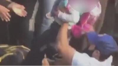 Habla en exclusiva uno de los héroes que salvó a niña de 5 años, cuyo padre saltó con ella a las vías del tren