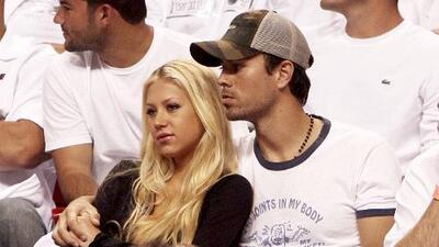 Enrique and Anna Kournikova show off new twins