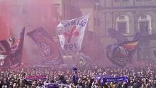 Una multitud violeta cubrió Florencia para darle el último adiós a Davide Astori