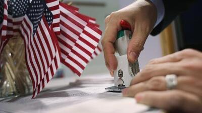 Con el gobierno federal cerrado, ¿qué ocurrirá con los trámites de Inmigración y Ciudadanía?