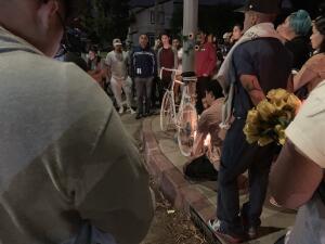 En fotos: vigilia por el joven hispano atropellado mortalmente cuando volvía a su casa del trabajo