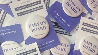 """Mujeres embarazadas pueden obtener botones gratuitos de """"bebé a bordo"""" para poder usar el CTA cómodamente"""