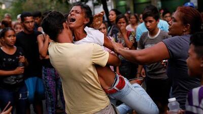 Gobierno venezolano aún no da explicaciones sobre el incendio en una cárcel que deja 68 muertos