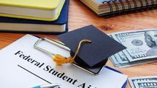 Llenar la FAFSA y solicitar ayudas financieras a tiempo permite tener un panorama más claro a la hora de ir a la universidad
