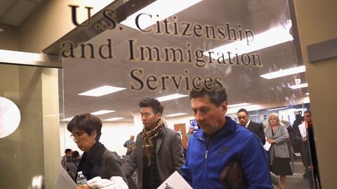 ¿Qué pasará con los casos pendientes de inmigración cuando las oficinas internacionales de USCIS cierren?