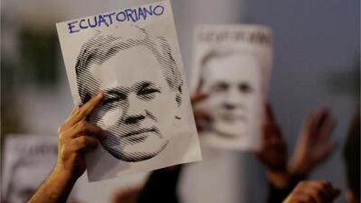 ¿Cuál era el estatus jurídico de Assange cuando fue detenido en la embajada de Ecuador en Londres?