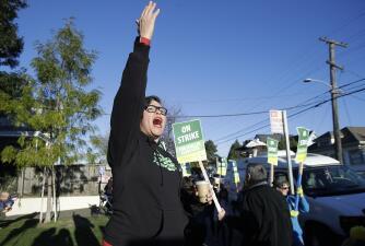 En fotos: los rostros de la lucha de maestros en Oakland