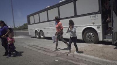 """""""La situación es crítica"""": cómo la pequeña ciudad de Yuma lidia con el éxodo migratorio en Arizona"""
