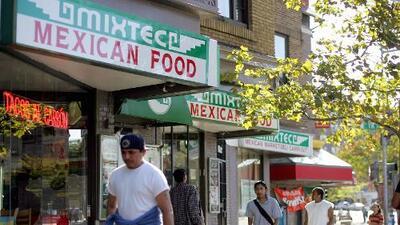 Mientras todo EEUU deja de comprar casas, los hispanos llegan a un récord de propietarios