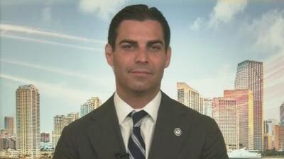 """""""La le le permite al jefe de policía determinar la seguridad de los funcionarios electos"""": alcalde de Miami"""