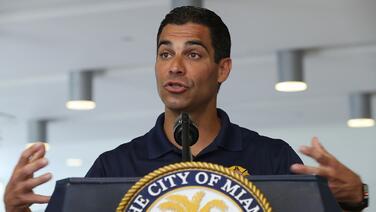 Ni la pandemia rompe la tradición del alcalde de Miami y su medio maratón