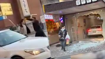 (VIDEO) Pelea por un lugar de estacionamiento se salió de control y auto termina estrellado dentro de una panadería