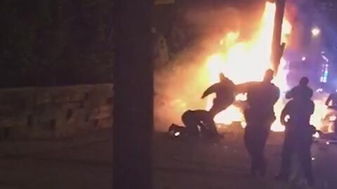 """""""Tiene el 30% del cuerpo quemado"""", dice el hermano del hombre golpeado por agentes en una persecución en Jersey City"""