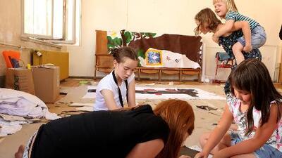 Niños que ayudan en el hogar terminan siendo adultos más exitosos, según estudio