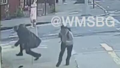 Captan en video el ataque a un judío en una calle de Nueva York