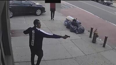 Policía revela imágenes del sospechoso de disparar contra un conductor en Brooklyn