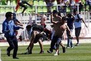 Pelea campal entre aficionados opaca título de Colo Colo