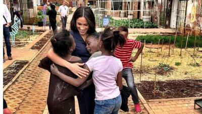 Como nunca la habíamos visto: el emotivo encuentro de Meghan Markle con niños en África