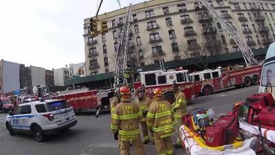 Incendio en Alto Manhattan causa la evacuación de todo un edificio