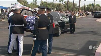 Despiden cuerpo de John McCain en Arizona para llevarlo a Washington